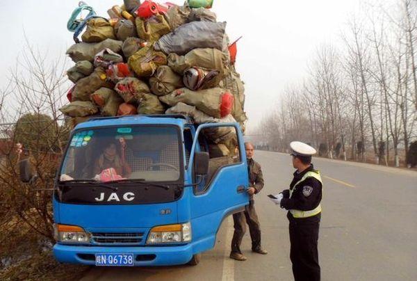 超载蓝牌轻卡不能上高速!如果4米2货车停运物价会飞涨吗?