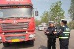 竟用普通厢式货车运盐酸 司机已被拘留