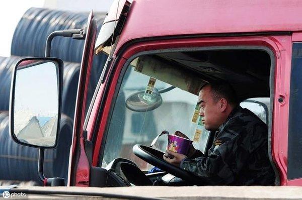 剖析货车司机超载3大原因!提升运费才是治超根本办法!