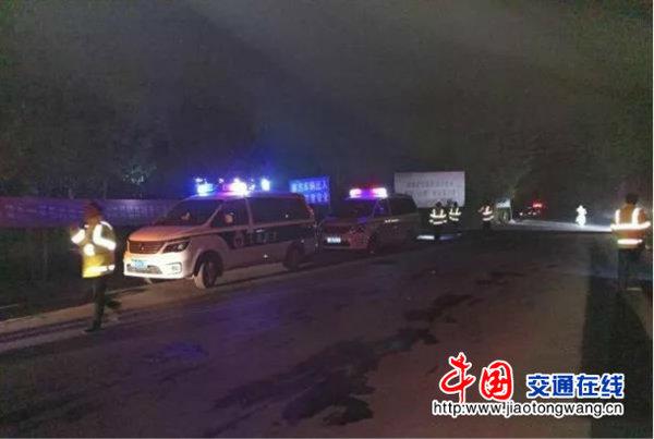 河南省宝丰县天网治超查处超限超载车辆40余台