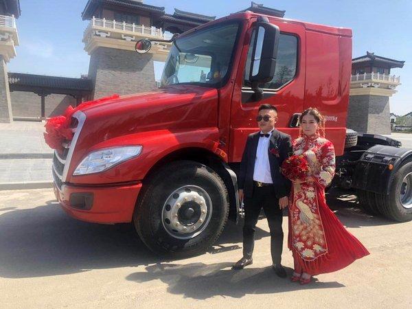 520围观一场别样婚礼这次的婚车有点特殊!