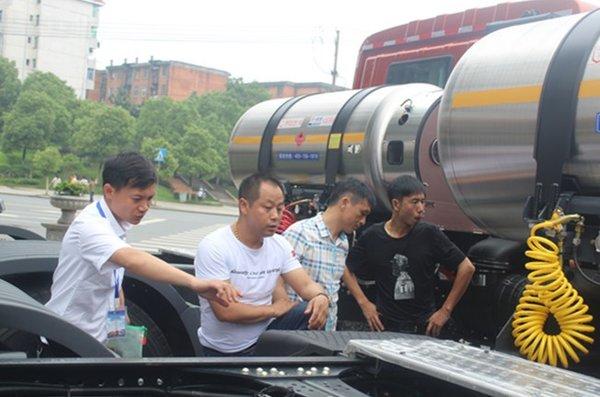 第一批LNG牵引车登陆高安!有图有真相