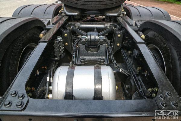 550马力+AMT+液缓还有9气囊带后提升的解放J7你们见过没