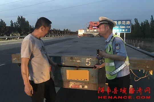 违法停车却暴露活动号牌货车司机被记18分驾驶证降级