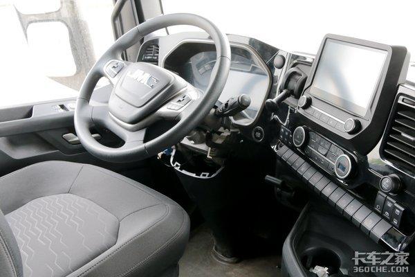 体验了一次威龙HV5的驾驶室确实很舒服