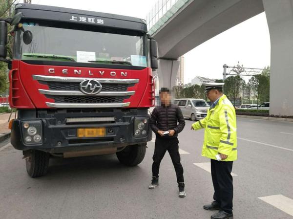 """九龙坡交巡警曝光警示高风险运输企业""""黑榜单"""""""