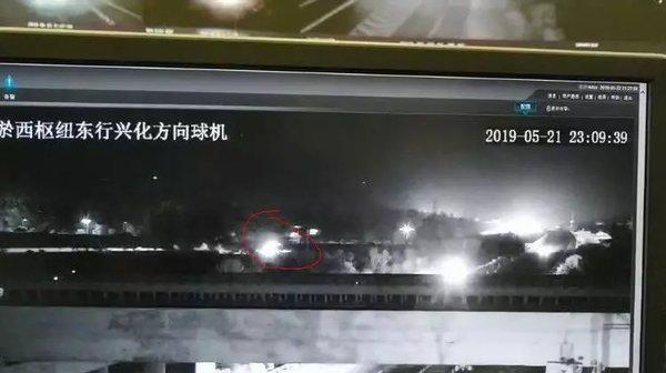 网友举报大货车深夜高速公路逆行查!