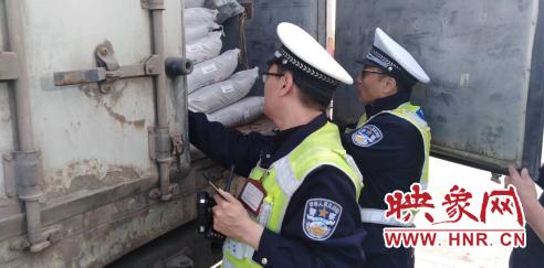 惊出一身冷汗!装载18吨炸药运输车驶入河南高速被查