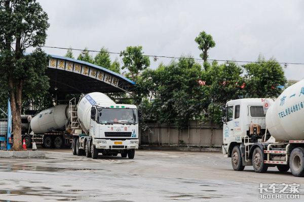 混凝土运输管理:华菱搅拌车优势在哪?