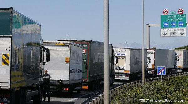 别以为贸易战很远直接影响我们运输业