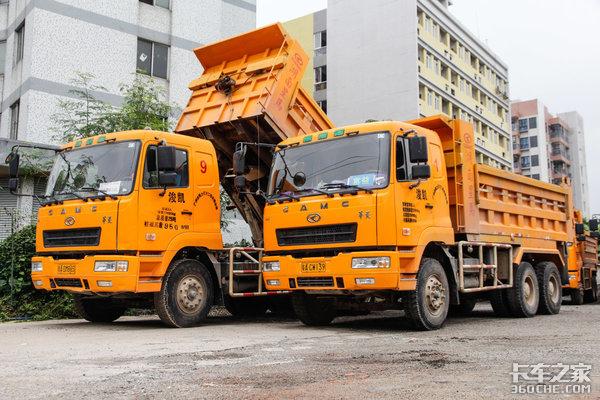 新型渣土车维持高效率他们选择了华菱