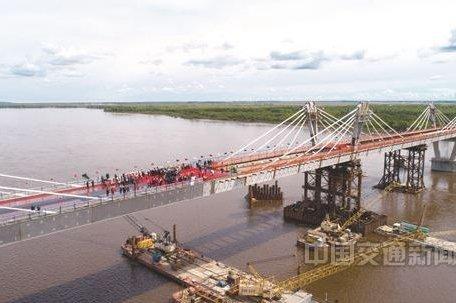 中俄合建首座跨境公路桥黑河黑龙江大桥合龙