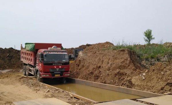 """还有这种操作!镇江新区这个地方竟然在给渣土车""""洗脚"""""""