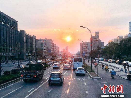 浙江:柴油��治理至2020年消除冒黑��