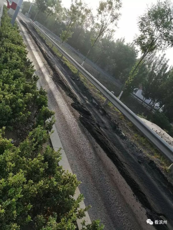 滨州南外环大货车乱绕限行非机动车道被压变形!