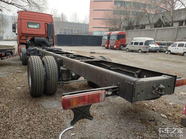 这种配置的欧曼GTL6X2载货车很少见!