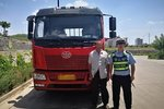 """榆林一男子称自己有""""拖拉机""""驾驶证 竟然开上了重型货车"""