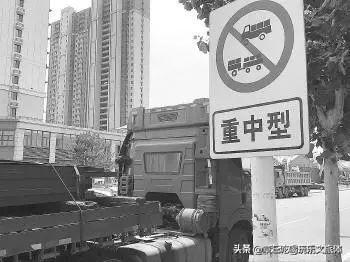 章丘刚发生惨剧时隔一天大货车依旧无视禁行标志擅闯