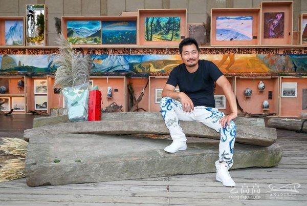 从卡车司机到艺术家他用户外画展与世界分享生命的无限可能