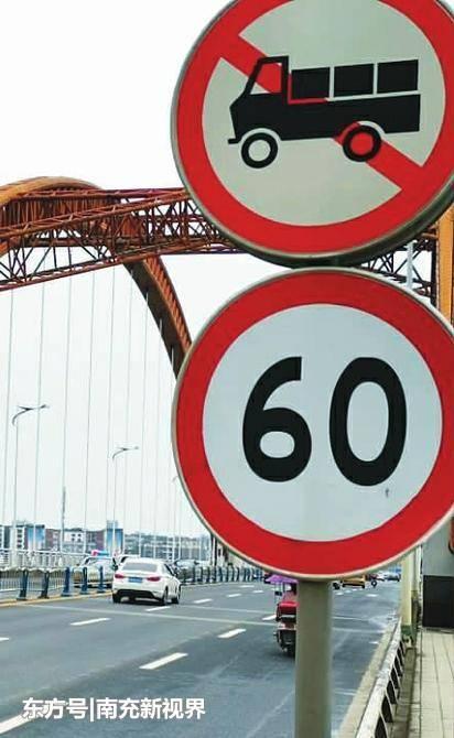 南充:交警查获违规驶上四桥大货车800多辆市民担心四桥安危