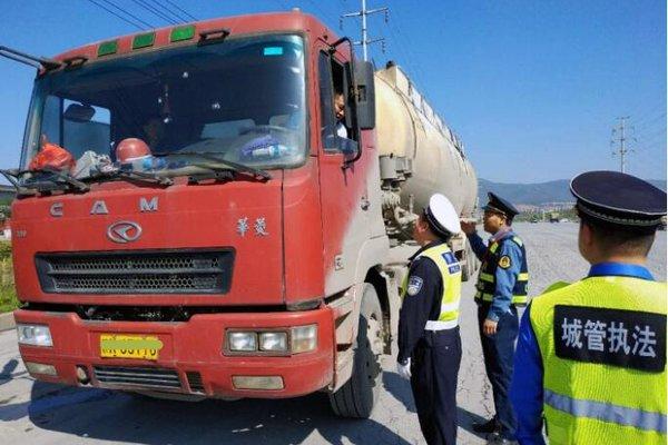 江西新余:观巢治超点查获21辆违法超限超载货车