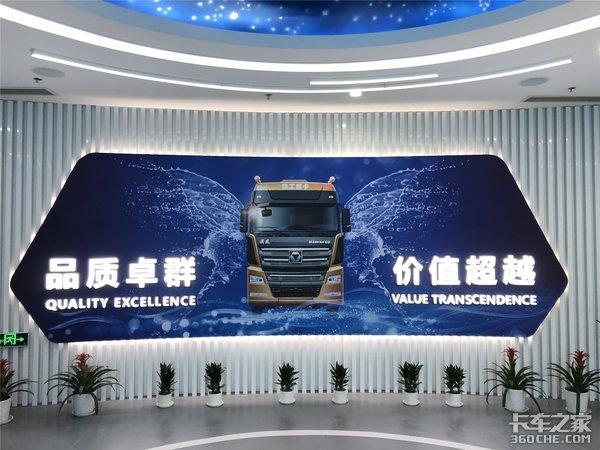新能源重卡第一大单徐工交付100台纯电动智能环保渣土车