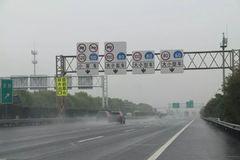 浙江省高速公路集中整治出入口实线变道