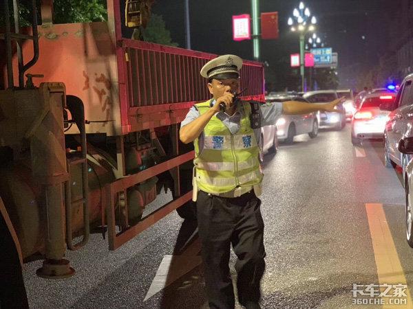 四川宜宾:公安交警全力开展道路交通保卫工作