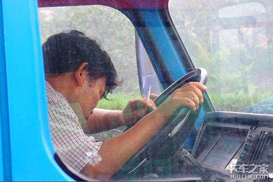 开车再困也不要嚼槟榔,容易引发口腔癌