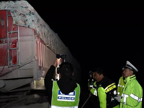 广州专项行动查处违法超限超载货车16辆