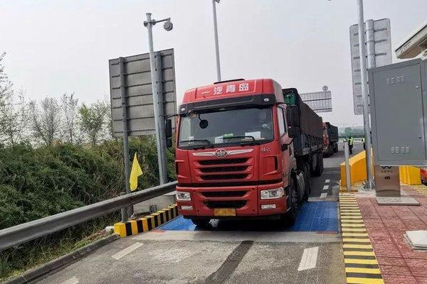 """江苏年底实现高速公路入口""""零超限""""拒绝超限超载车辆驶入"""