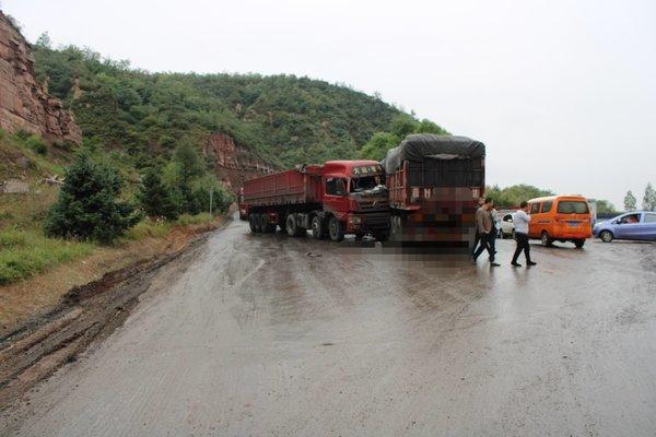 为何在雨天事故频发?来听听处理交通事故的专家怎么说