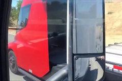 配大红车漆 特斯拉纯电动重卡负重路试