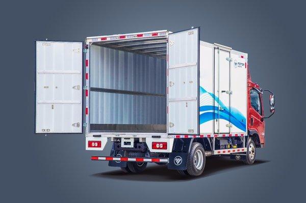 卡车里装的并不是货物而是满满的期待