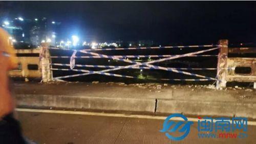 突发事件:漳州大桥中国邮政物流车坠桥