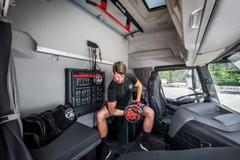 专注健身的卡车驾驶室更像移动的健身房