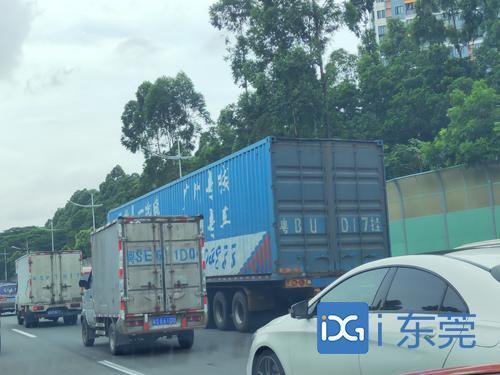 """东莞交警在这些路段巡逻、设卡,严查货车""""闯禁区"""""""