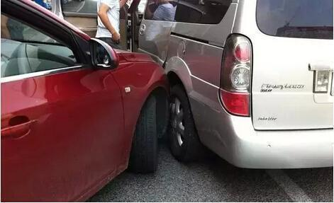 交警提醒:发生事故后先拍这五张照片,以免麻烦缠身