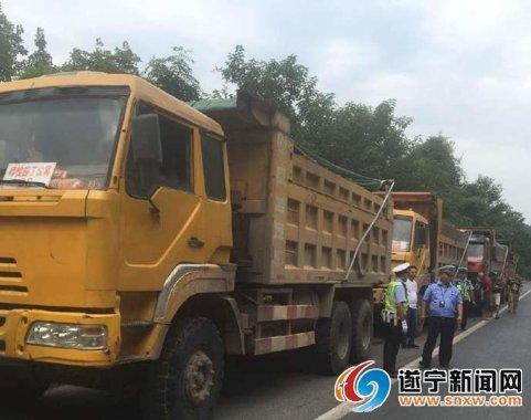 """射洪县交警大队开展""""双超""""治理行动12辆违规货车被处罚"""