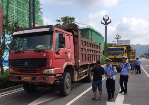 交警:九月开始货车高速行驶迎来两个变化