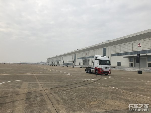 """因为大货车导致河北邢台两地""""交""""绝,货运司机伤不起!"""
