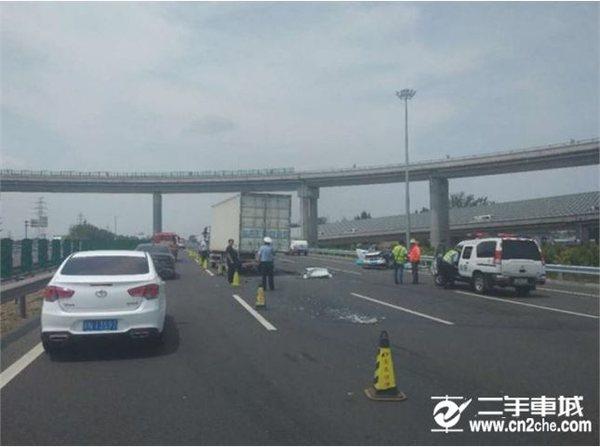 北京:东六环发生追尾停放货车事故造成4死1伤