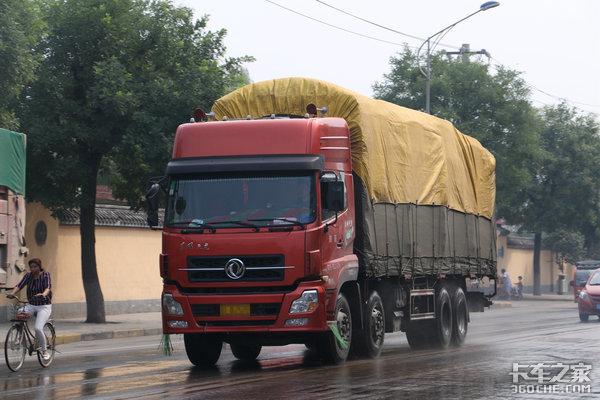 无证驾驶重型货车?驾驶员被罚2000元