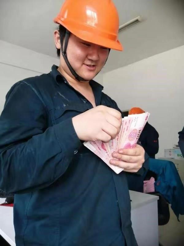 中国重汽:职工的笑脸是我们最美的画面