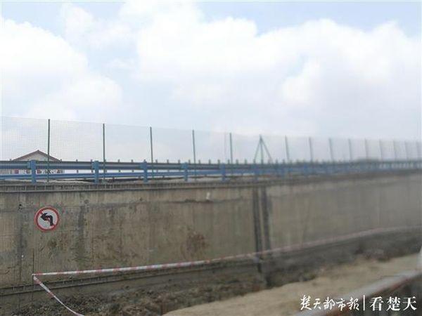 207国道引江济汉桥桥面出现安全隐患需绕行