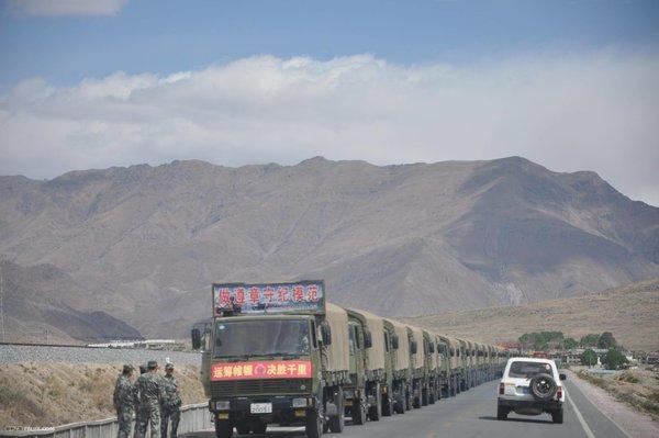 致敬所有军队卡车人的付出:你们辛苦了