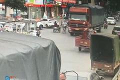 梁平:骑自行车撞大货车三人碰瓷被逮捕