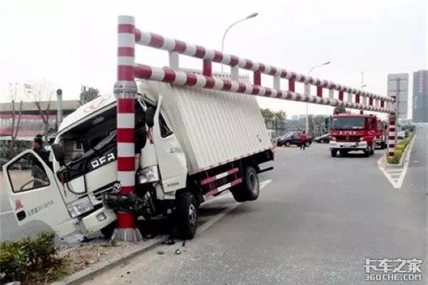 卡车撞上限高杆,一定是司机负全责吗?