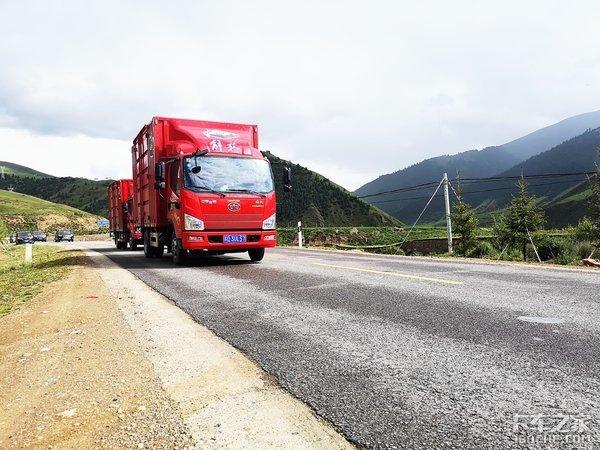 行驶在进藏路线的解放轻卡动力、舒适性各方面表现优秀无惧高原