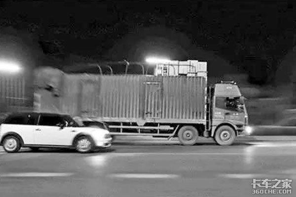 一直在疲于奔命的路上,这就是卡车司机的生活状态